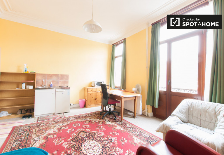 Gemütliches Zimmer in der Wohnung in Woluwe, Brüssel