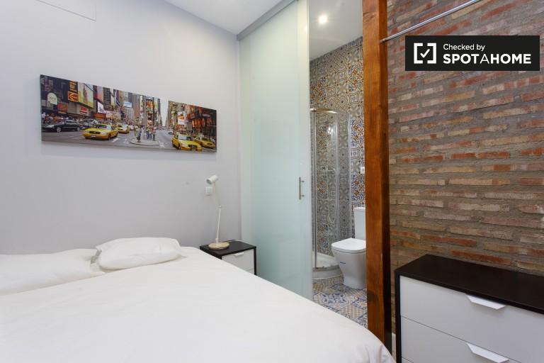 Bedroom 3 - double bed and en-suite