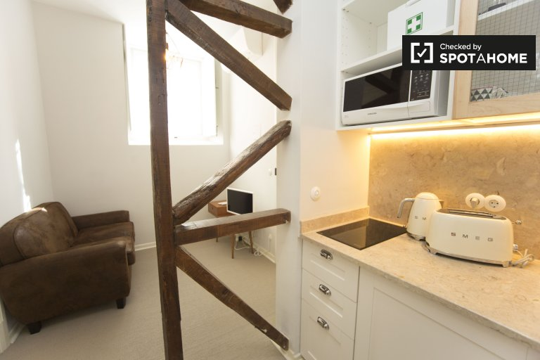 Stylish 1-bedroom apartment for rent in Arroios, Lisbon