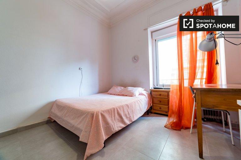 Chambre extérieure en appartement partagé à Extramurs, Valence