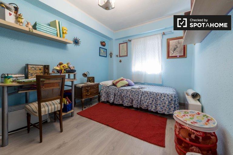 Pokój do wynajęcia w ekscentrycznym 3-pokojowym mieszkaniu w Benimaclet