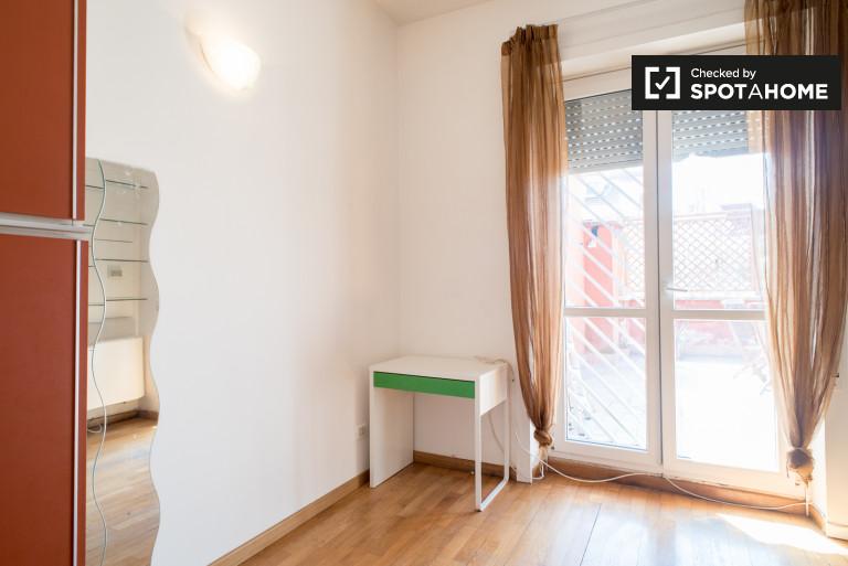 Wspólny pokój w apartamencie z 5 sypialniami w Monte Sacro w Rzymie