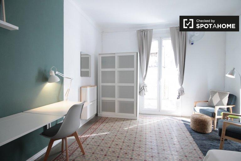 Gràcia, Barcelona'da 5 yatak odalı dairede geniş oda