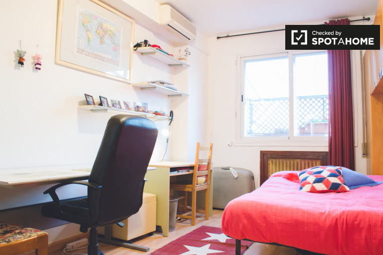 Wonderful room in 4-bedroom apartment in Carabanchel, Madrid