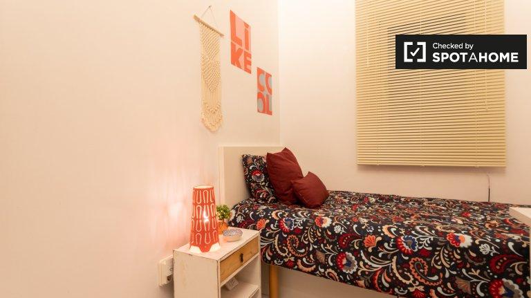 Quarto para alugar em apartamento de 3 quartos, Horta-Guinardó