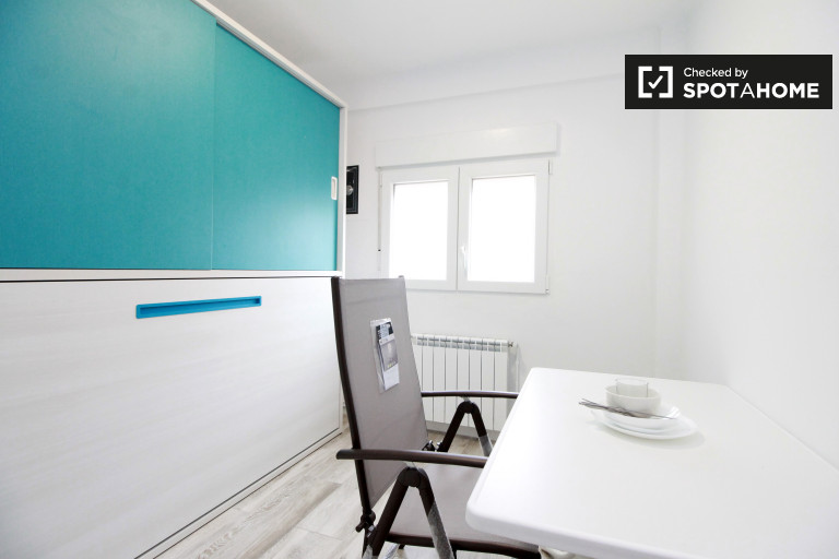 Room in 4-bedroom apartment by Sant Martí, Barcelona