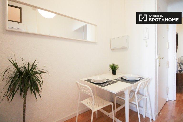 Einfache 1-Zimmer-Wohnung zur Miete in Eixample Esquerra