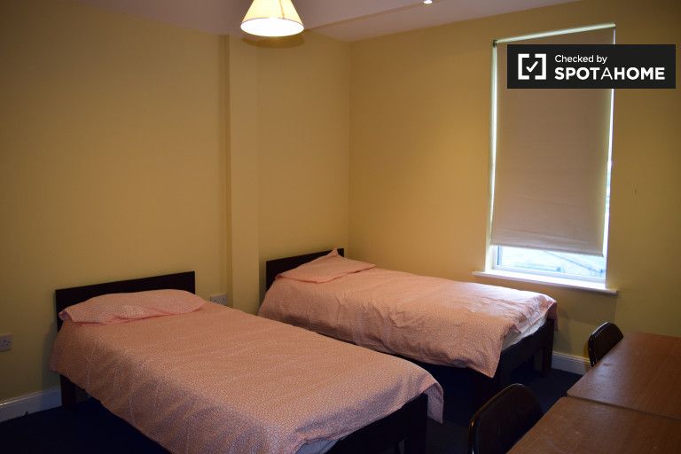 Twin Beds in Cozy rooms to rent in large houseshare in Drumcondra