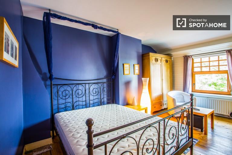 Salle intérieure d'un appartement de 4 chambres à Schaerbeek, Bruxelles