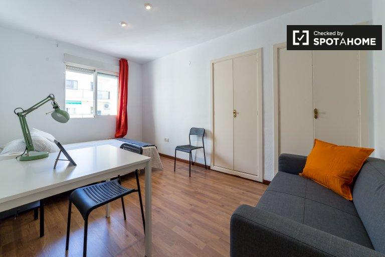 Rooms for rent, 5-bedroom apartment, Ciutat Vella, Valencia