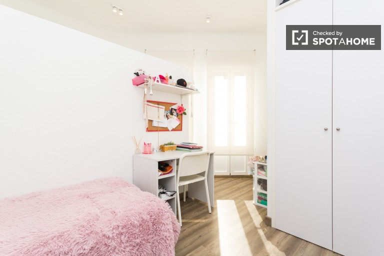 Twin Beds in Comfortable rooms for female students in a fantastic residence hall in Moncloa
