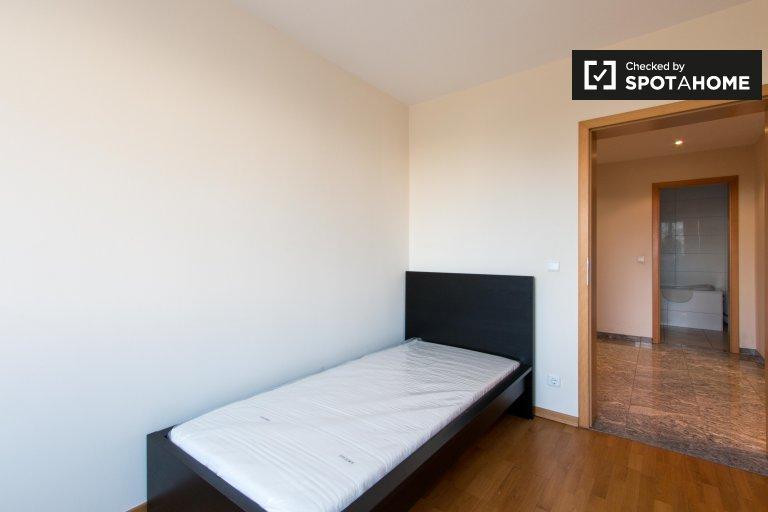 Pokój do wynajęcia w mieszkaniu z 3 sypialniami w Charlottenburg