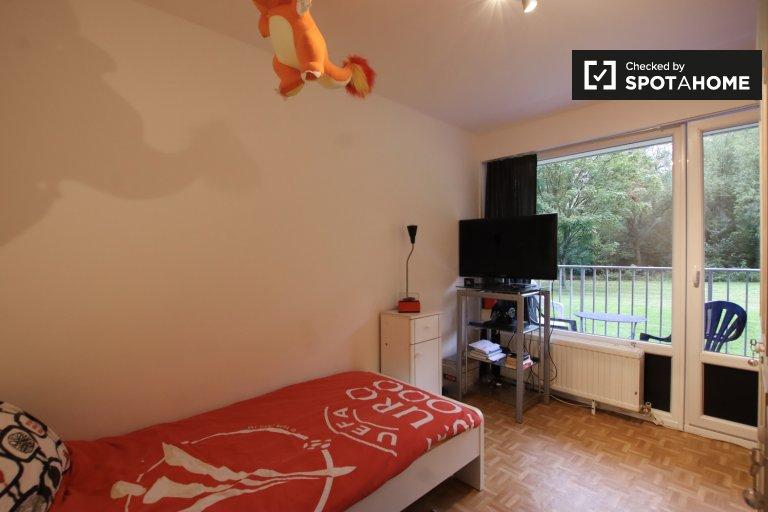 Camera in affitto in appartamento con 3 camere da letto ad Anderlecht