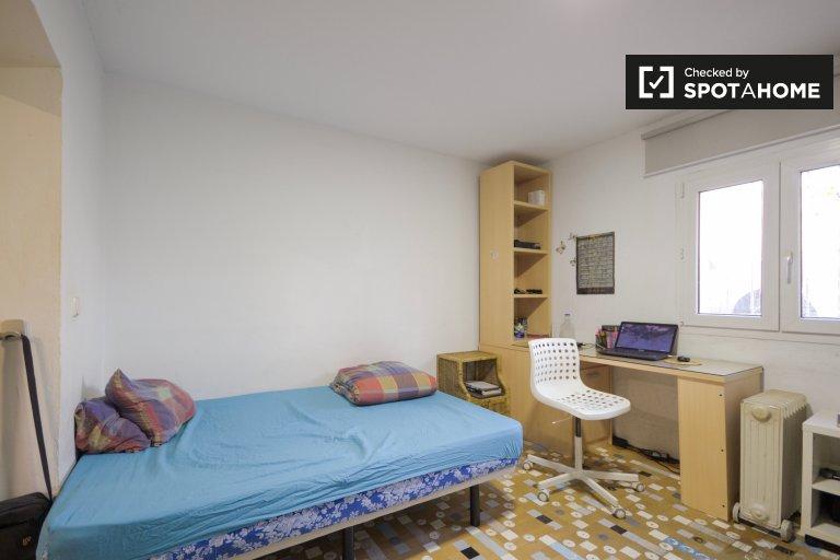 Przestronny pokój w apartamencie z 2 sypialniami w Guindalera w Madrycie