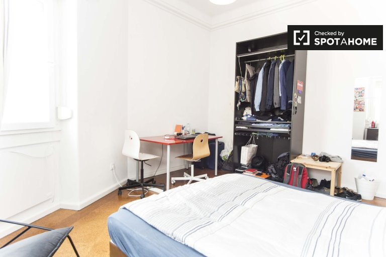 Pokój do wynajęcia w 10-pokojowym mieszkaniu w Arroios w Lizbonie
