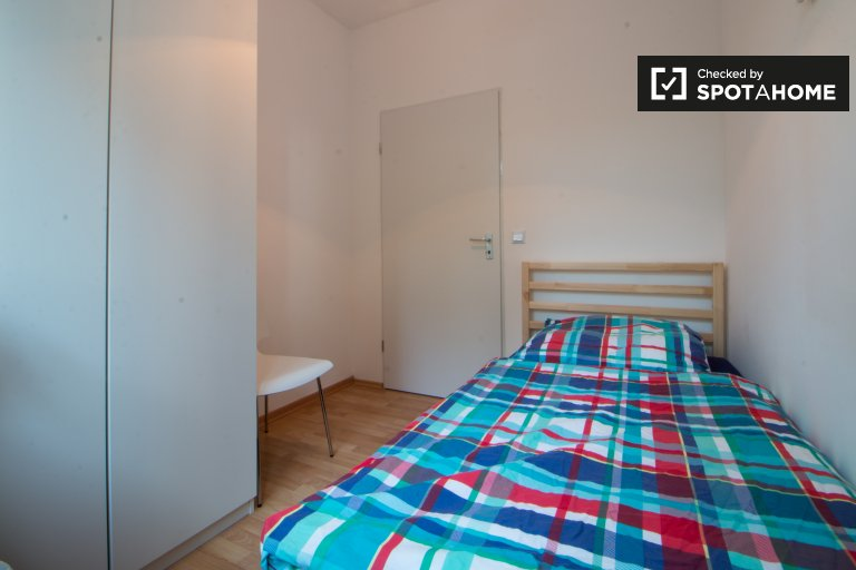 Single Bed in Beds and rooms for rent in stylish 4-bedroom apartment in Tempelhof-Schöneberg