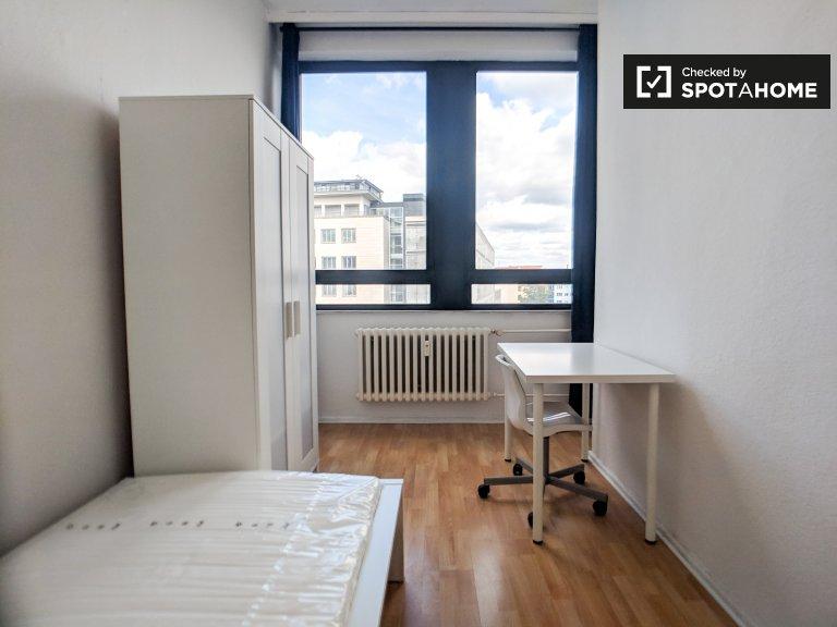 Pokój do wynajęcia w jasnym apartamencie z 3 sypialniami w zachodnim Berlinie