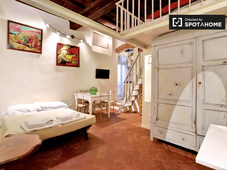 Studio apartment for rent in San Frediano, Florence