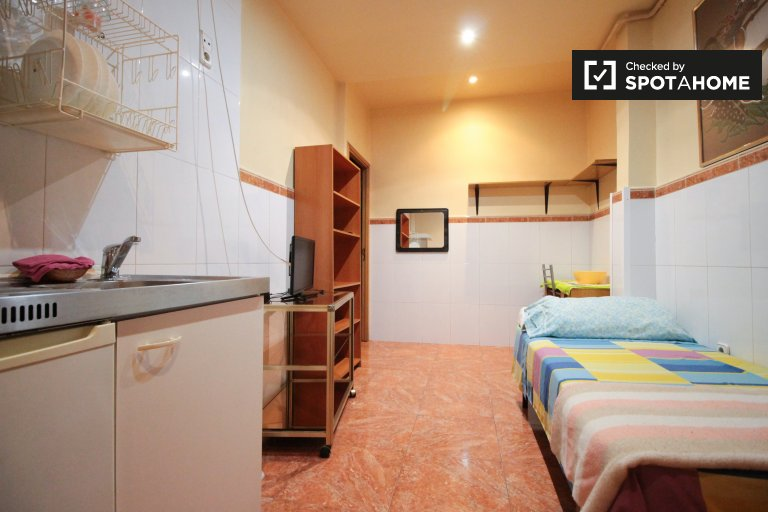 Studio for rent in L'Hospitalet de Llobregat, Barcelona