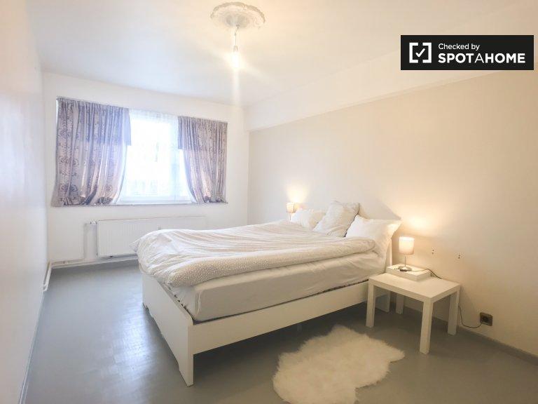 Chambre spacieuse dans un appartement de 4 chambres à coucher à Koekelberg, Bruxelles