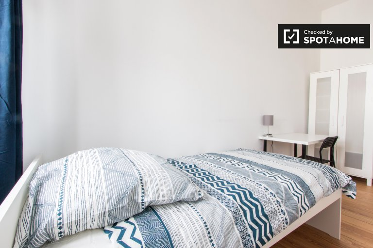 Room for rent in apartment with 5 bedrooms in Moabit, Berlin