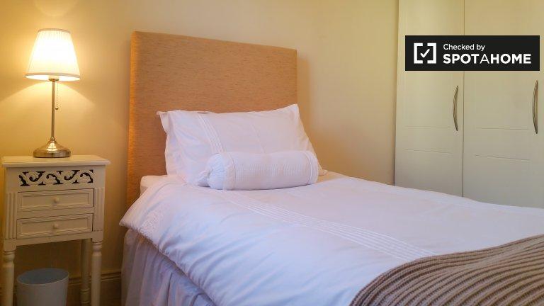 Kompaktes Zimmer in einem Haus mit 4 Schlafzimmern in Terenure, Dublin