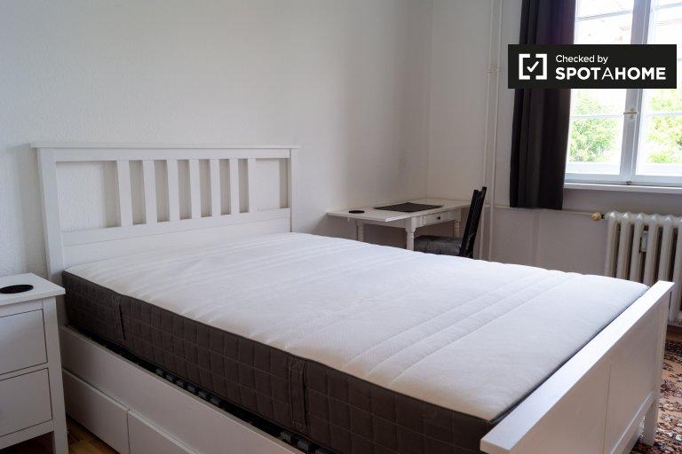 Jasny pokój w mieszkaniu z 3 sypialniami, Schöneberg, Berlin