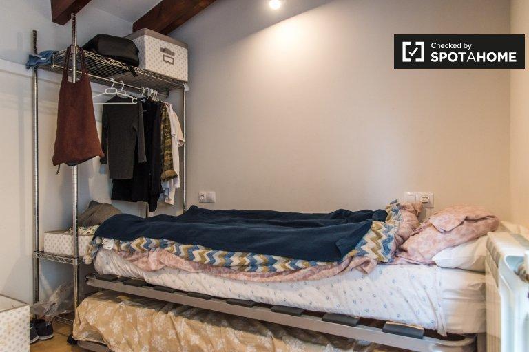 Chambre à louer à 3 chambres à coucher dans Poblats Marítims