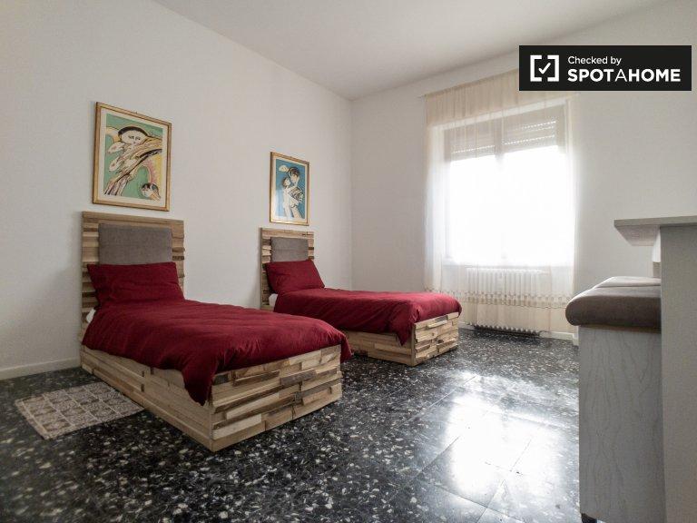 Apartamento de 2 dormitorios en alquiler en Forlanini, Milán.