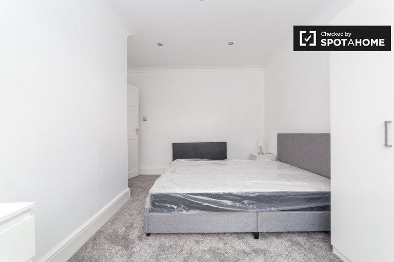 Jasny pokój do wynajęcia w mieszkaniu z 4 sypialniami, Tooting, Londyn
