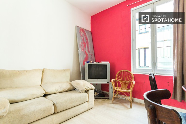 5 bedroom apartment in city center with utilities included