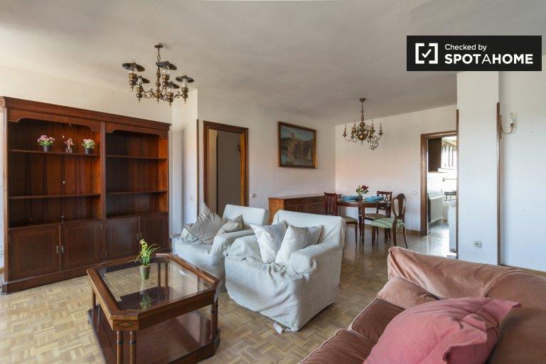 Belo apartamento de 4 quartos para alugar em Moratalaz, Madrid