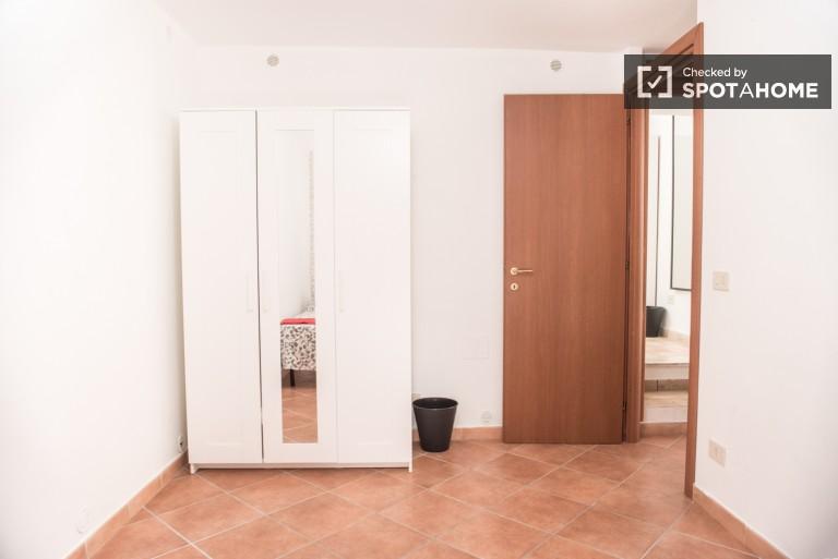Modern room in 4-bedroom apartment in Tor Pignattara, Rome
