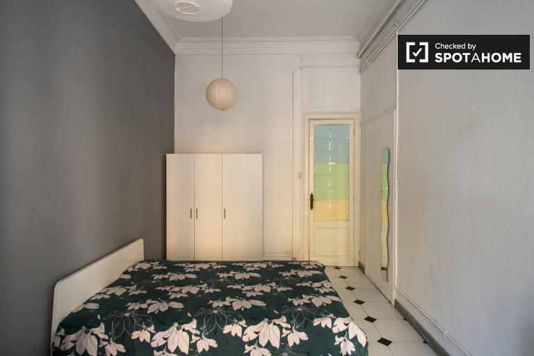 Dekoriertes Zimmer in einer Wohngemeinschaft in El Born, Barcelona