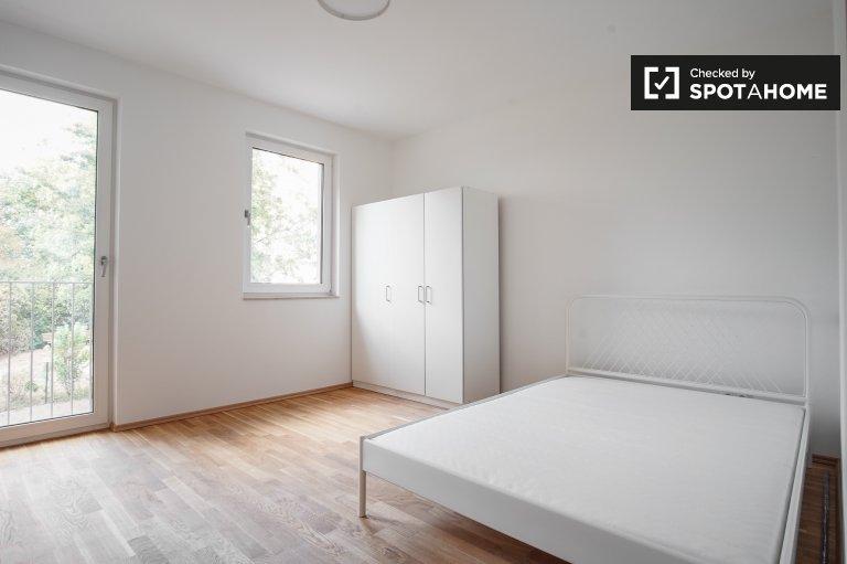 Jasny pokój w apartamencie z 3 sypialniami w Köpenick, Berlin