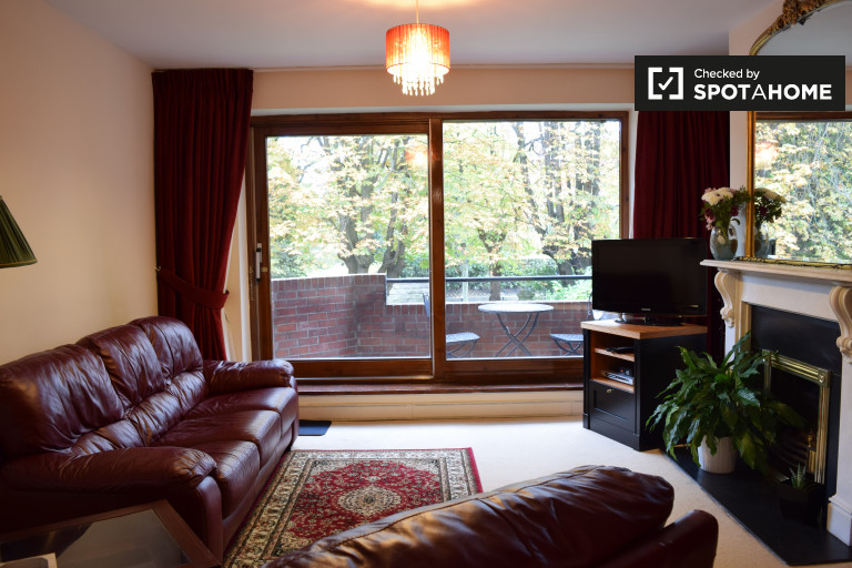 2 bed apartment with balcony to rent  Ballsbridge  Dublin. Modern 1 Bed Apartment with Terrace  Silicone Docks  Dublin  ref