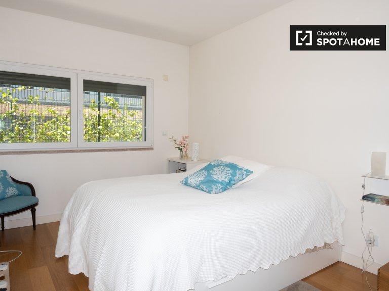 Sypialnia z łazienką i 2-pokojowe mieszkanie w Belém, Lizbona