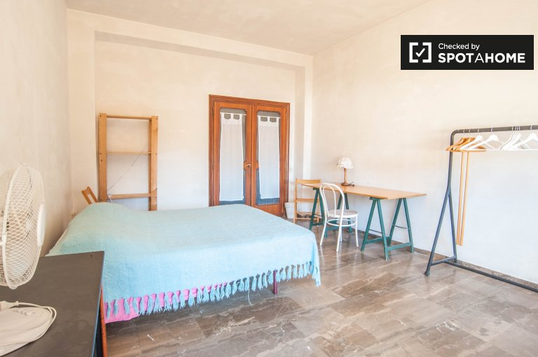 Great room in apartment in San San Giovanni, Rome