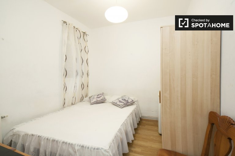 Comfortable room for rent in Poble Sec, Barcelona