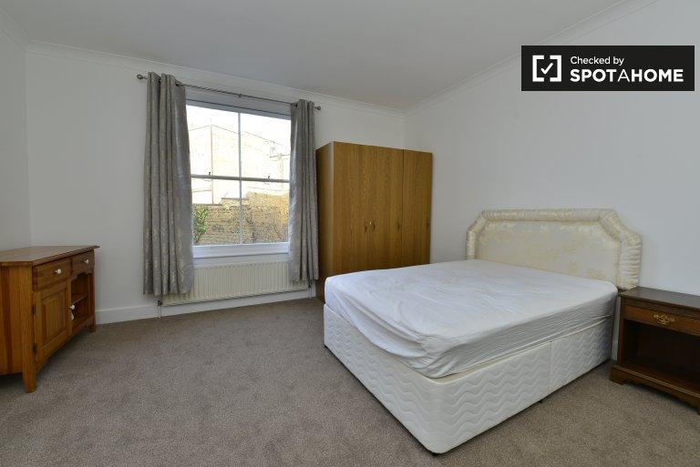 Quartos para alugar em apartamento de 3 quartos em West Kensington, Londres