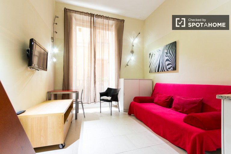 Studio with AC and Balcony for Rent in Sol Area, Madrid