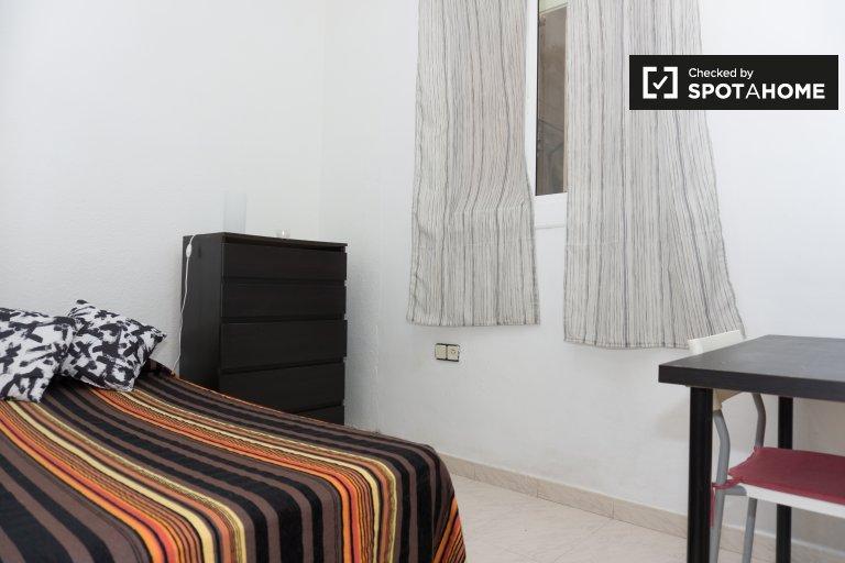 Room in 2-bedroom apartment in Horta-Guinardó, Barcelona