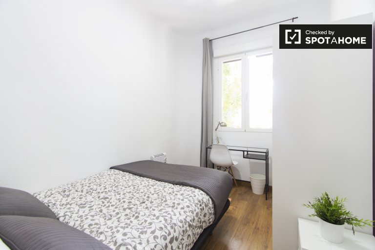 Cosy room in 3-bedroom apartment in Atocha, Madrid