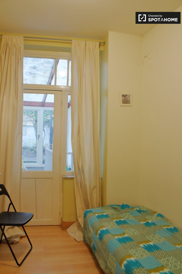 Cozy room for rent in 11-bedroom house in Etterbeek