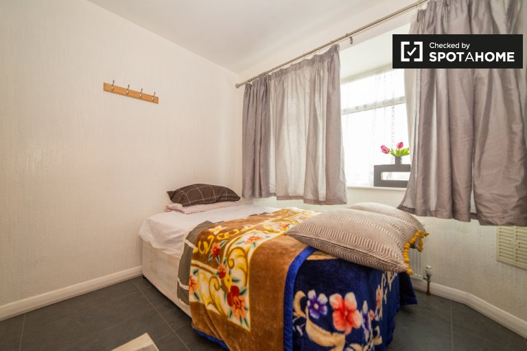 Habitación luminosa en una casa de 5 dormitorios en Sidcup, Londres