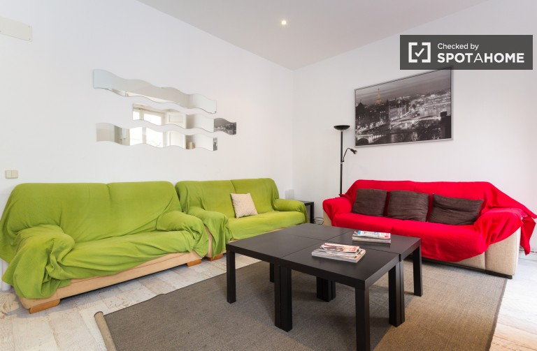 Luxury 4 Bedroom Flat With Balconies in Central Madrid