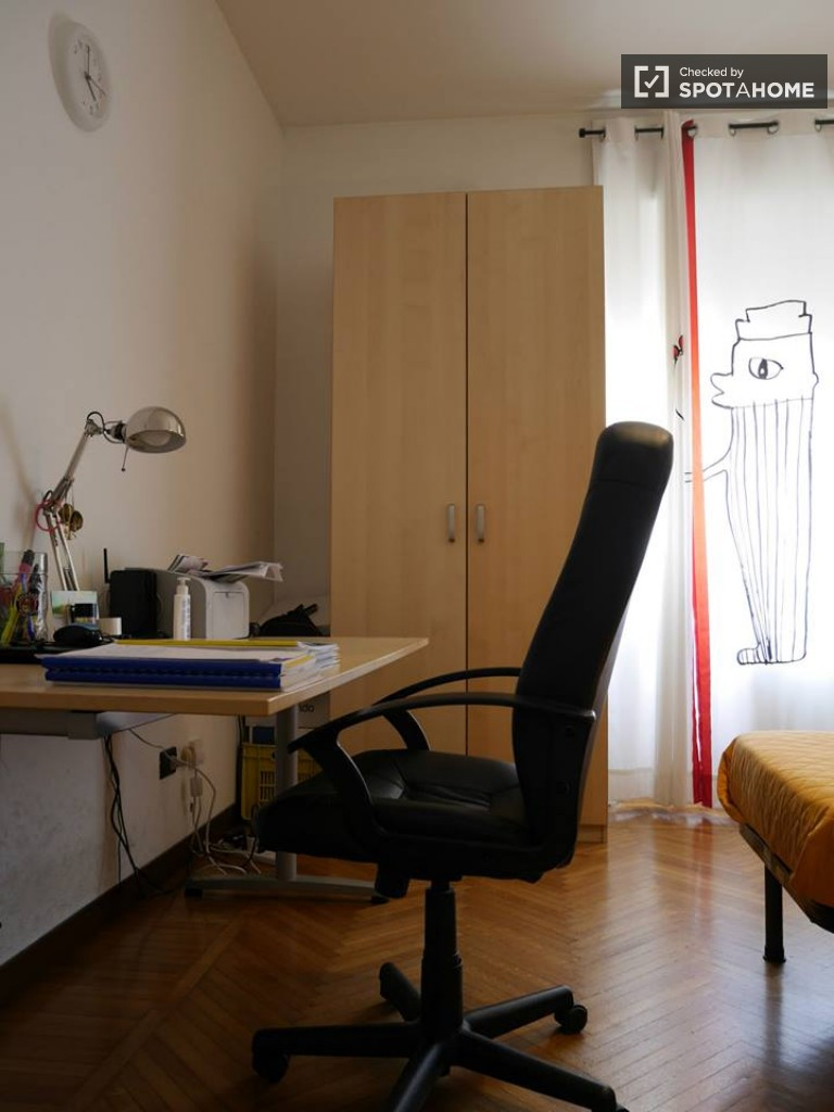Single Bed in Rooms for rent in 2 bedroom apartment in Città Studi, close to universities