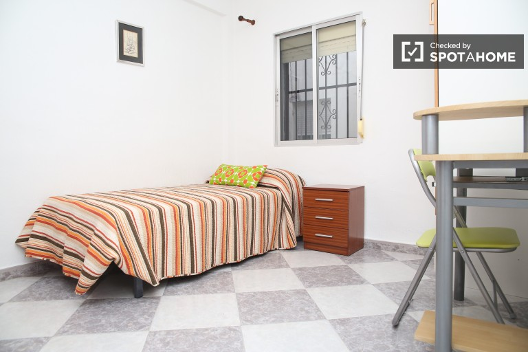 Single Bed in Comfy rooms in a spacious three bedroom apartment in La Macarena