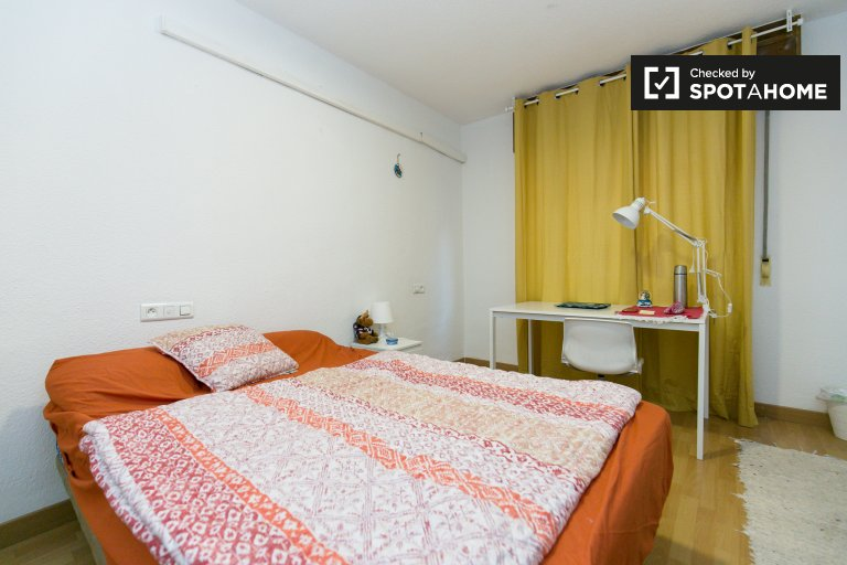 Spacious room for rent in Granada Centro