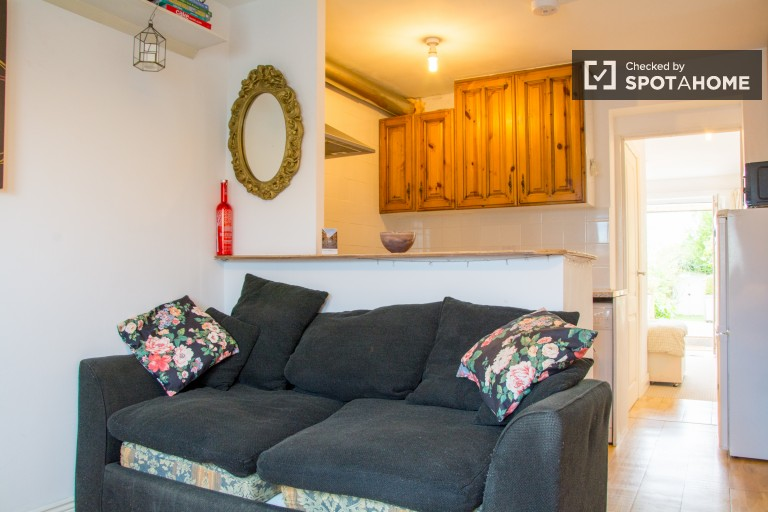 Bright 1-bedroom flat to rent in Beaumont, Dublin